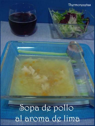 sopa con puerro, zanahoria, cebolla, patata, pollo y un toque de lima.