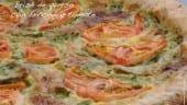 Brisé de queso con brócoli y tomate