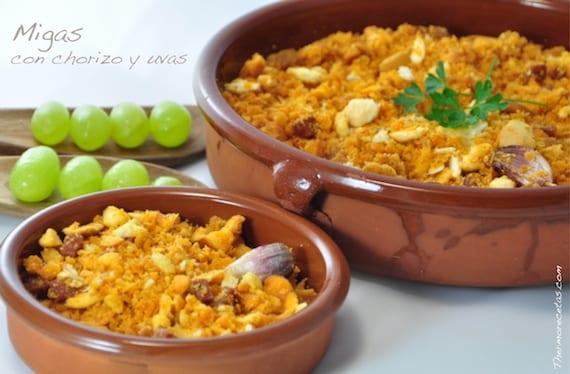 Deliciosas migas tradicionales con chorizo, panceta y uvas