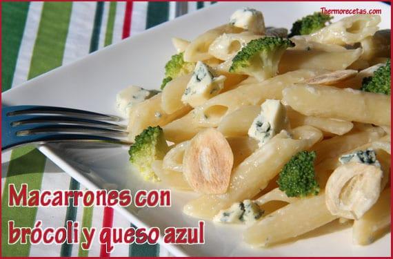 Macarrones con brócoli y queso azul