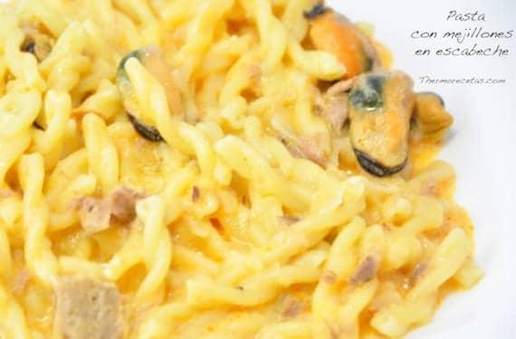 Pasta con mejillones en escabeche