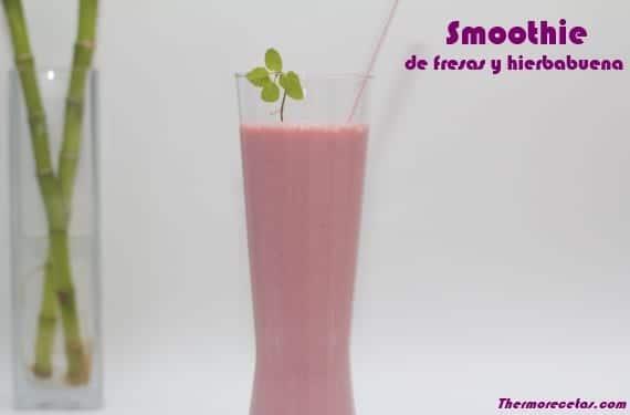 Smoothie de fresas y hierbabuena