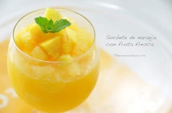 Sorbete de naranja con fruta fresca