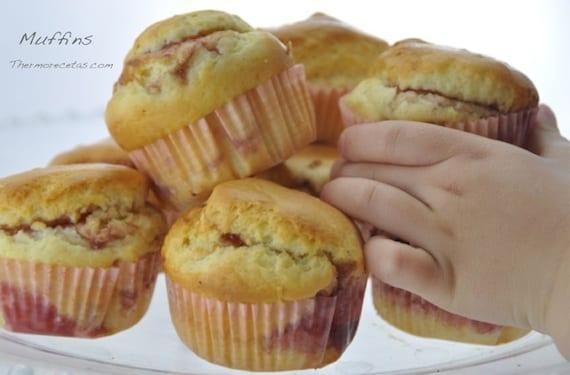 Irresistibles muffins con mermelada de fresa, ideales como desayuno