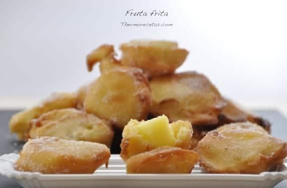 Bollitos de fruta frita perfectos como desayuno, postre o merienda.