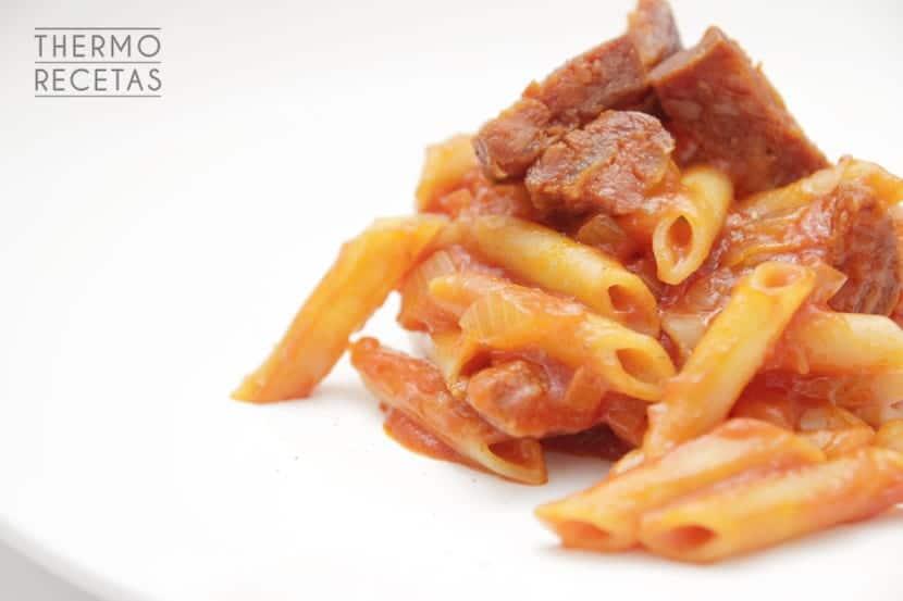 Macarrones_chistorra_tomate
