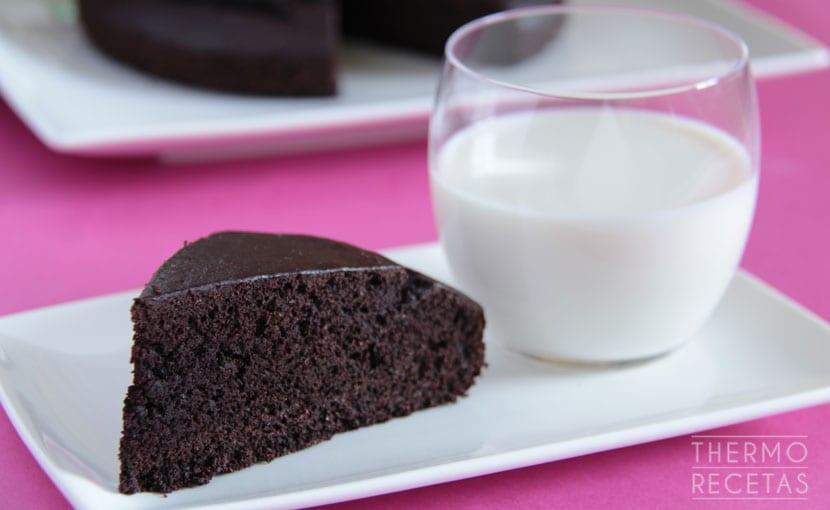 bizcocho-de-chocolate-sin-gluten-y-sin-lactosa-thermorecetas