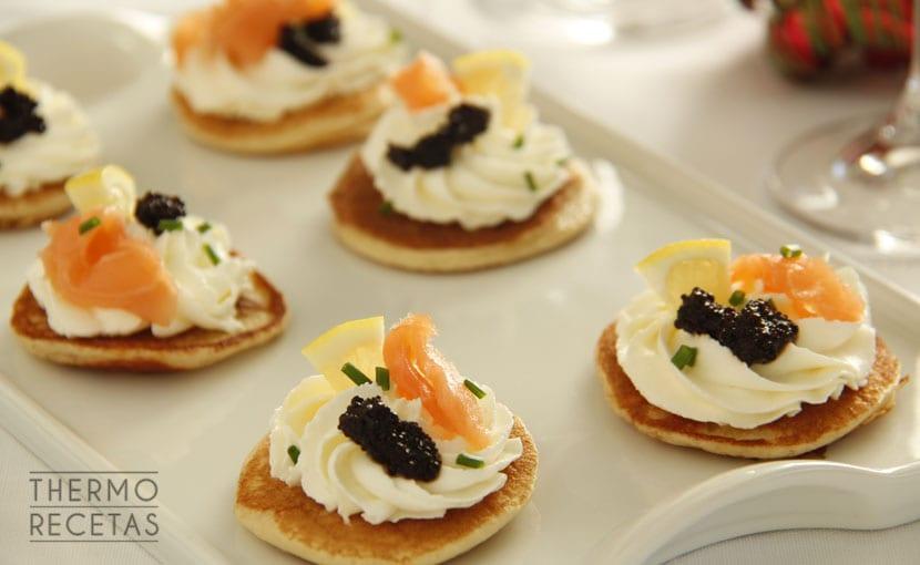 blinis-con-salmón-ahumado-y-caviar-thermorecetas