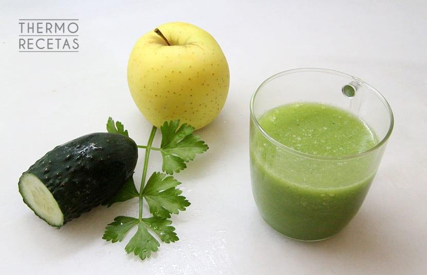 Bebida para adelgazar con pepino jengibre limon