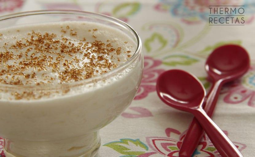 crema-ligera-de-yogur-y-pera-thermorecetas