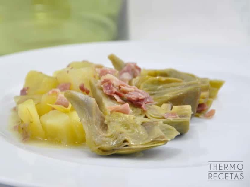 alcachofas-con-jamón-y-patatas