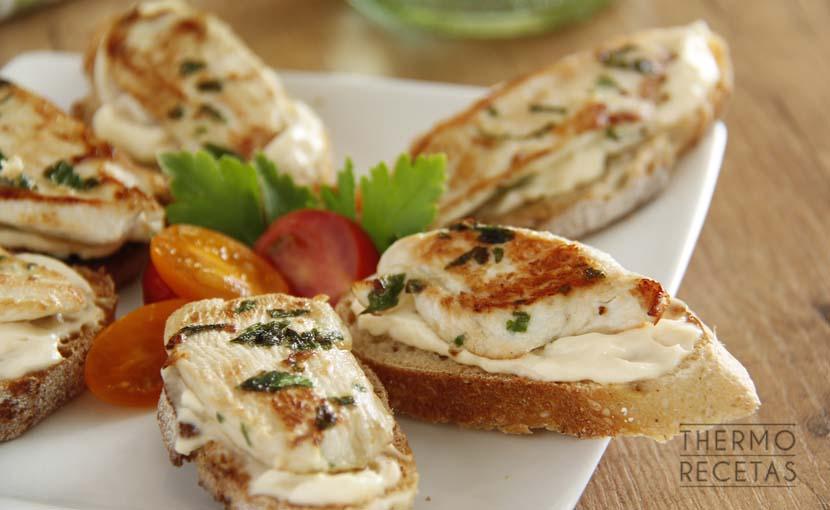 tostas-con-pollo-marinado-2-themorcetas