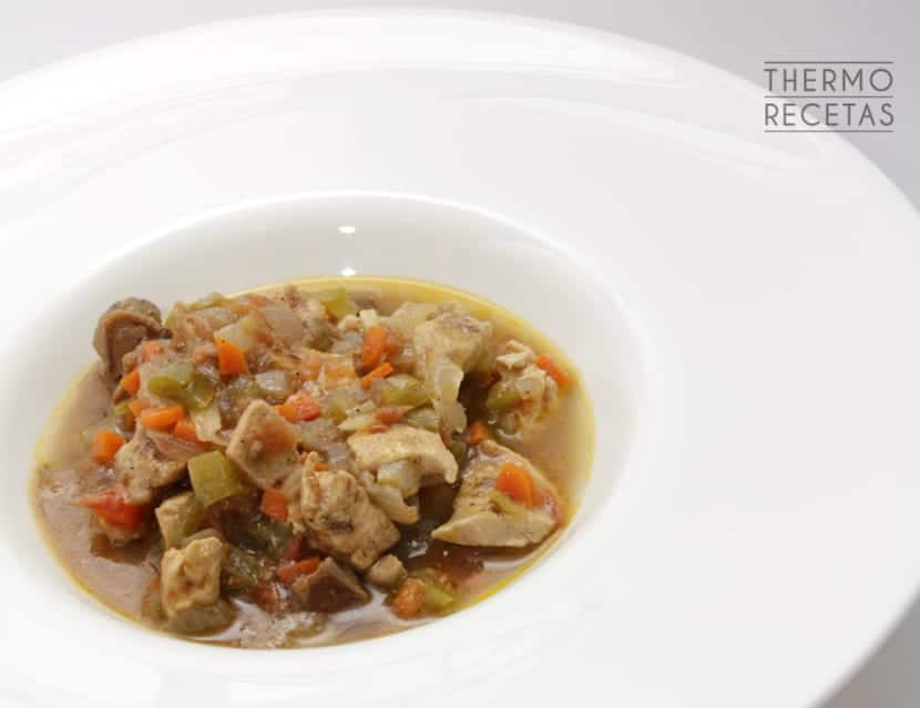 Pollo salsa verduras