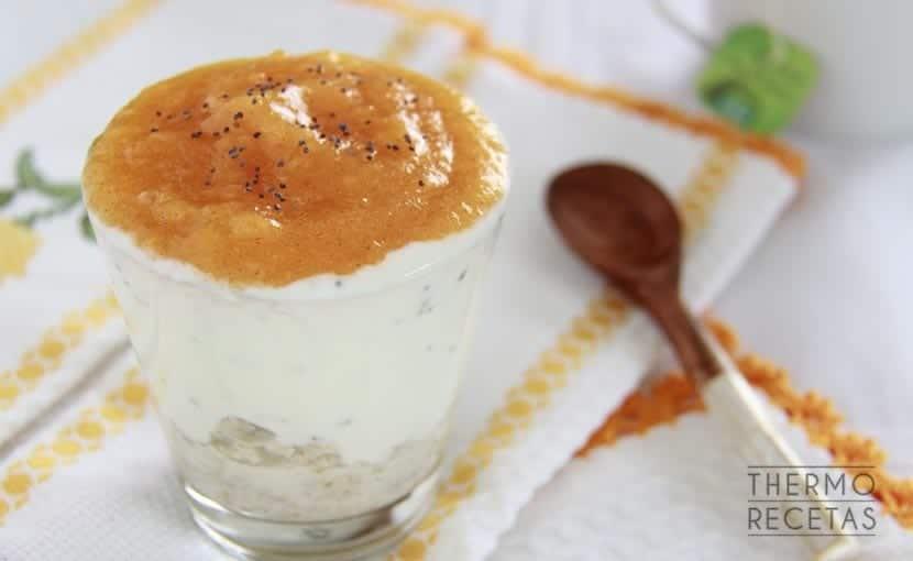 copa-de-avena-yogur-y-caqui-para-desayunar-thermorecetas