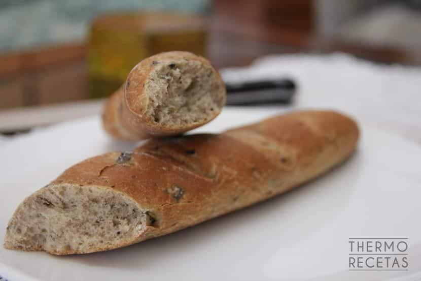 Pan de aceitunas y orégano