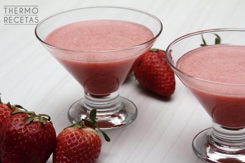 Smoothie de fresas y manzana