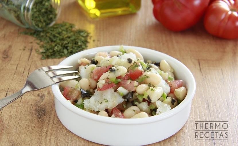 ensalada-fresca-de-alubias-y-bacalao-thermorecetas