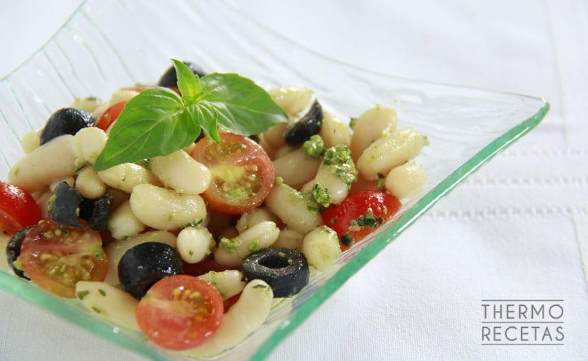 alubias-con-salsa-pesto-thermorecetas