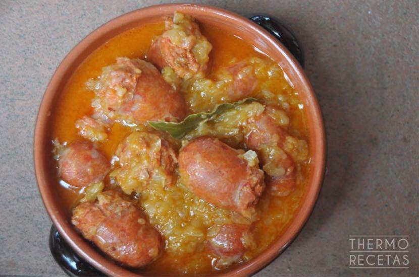 salchicha-roja-con-cebolla