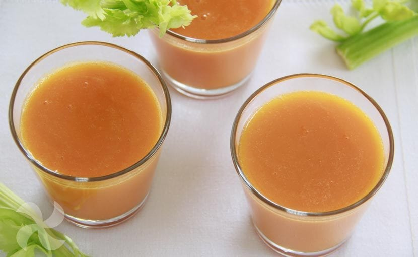 Zumo de verano para la piel con naranja, zanahoria y apio