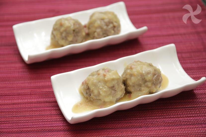 Albóndigas con salsa de almendras y jamón