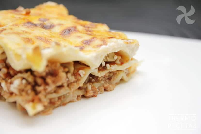 Lasaña con berenjena y queso feta