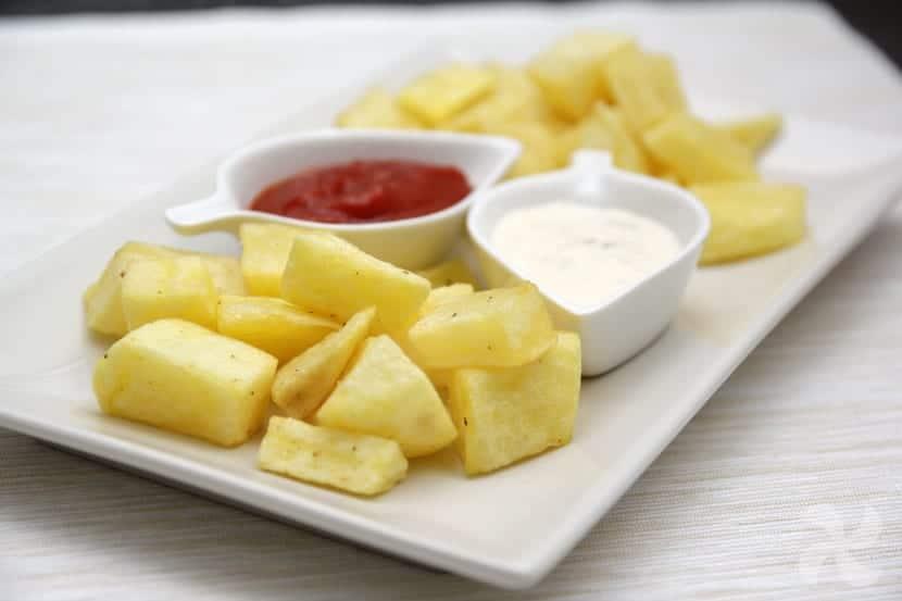 """Patatas bravas """"2 salsas"""""""