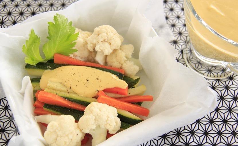 Verduras al vapor con salsa de almendras