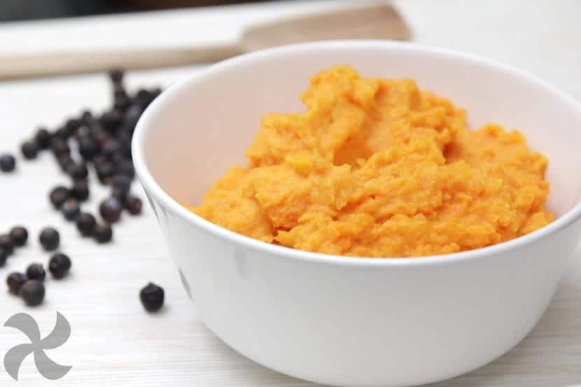 Pur cremoso de zanahoria y patata aromatizado con bayas - Pure de patatas cremoso ...
