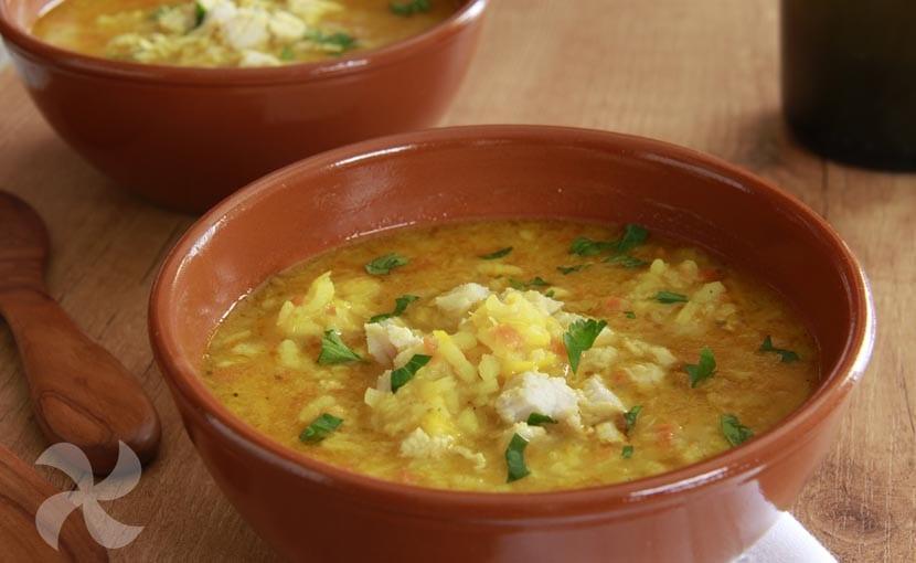 Sopa de arroz y pollo