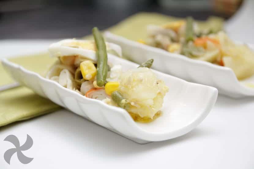 Ensalada templada de judías verdes, maíz y atún