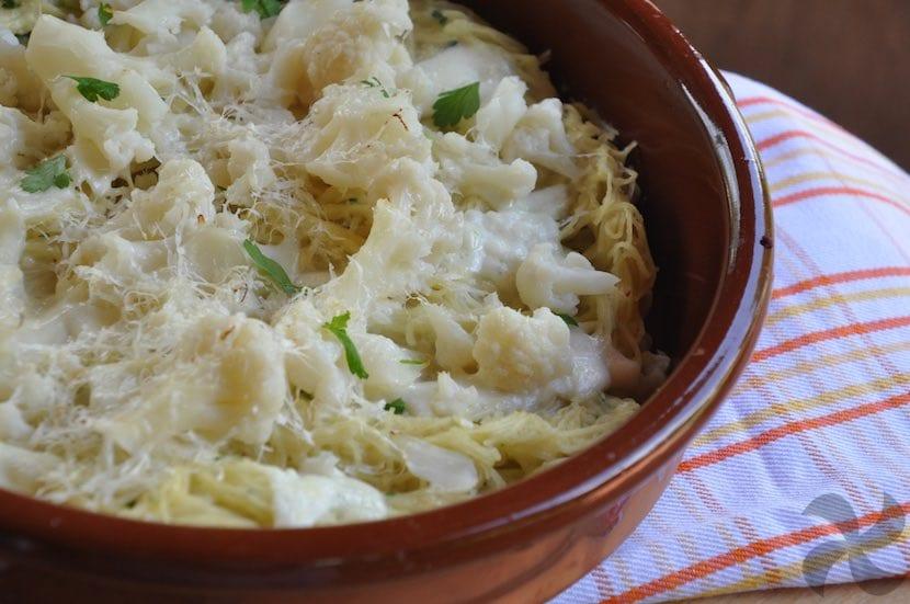 Pasta al horno con pesto de coliflor