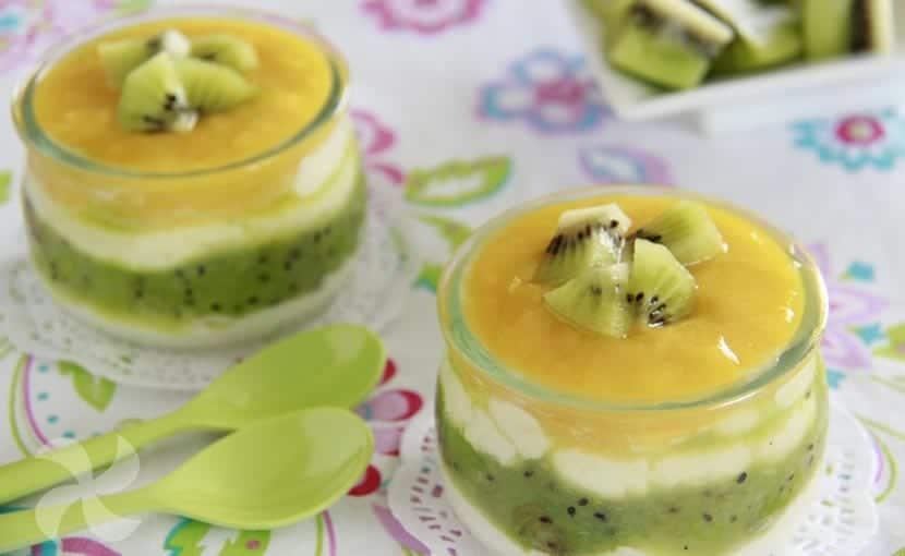 Vasitos de yogur, kiwi y mango