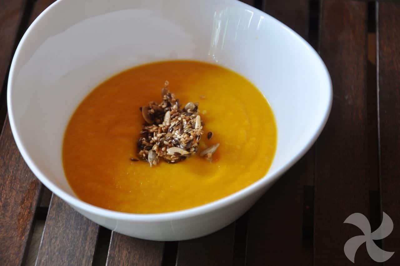 Crema de zanahoria con crujiente de semillas