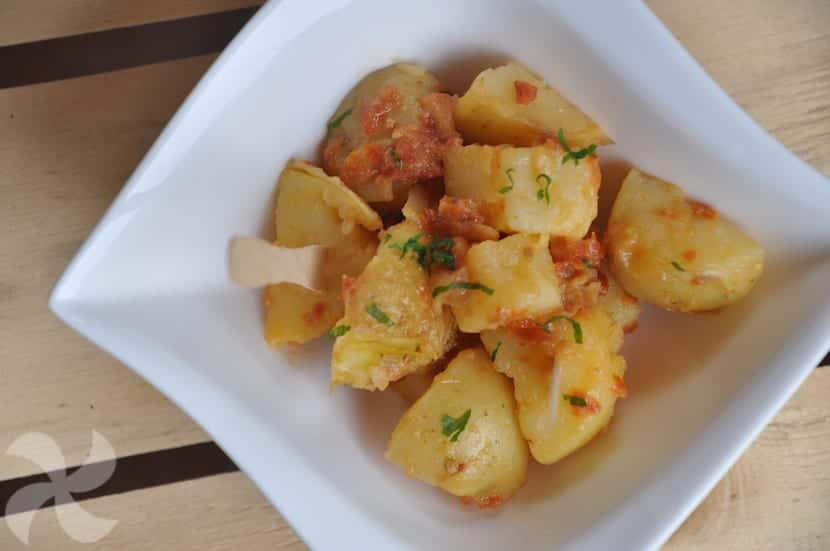 Patatas aliñadas, con tomates secos