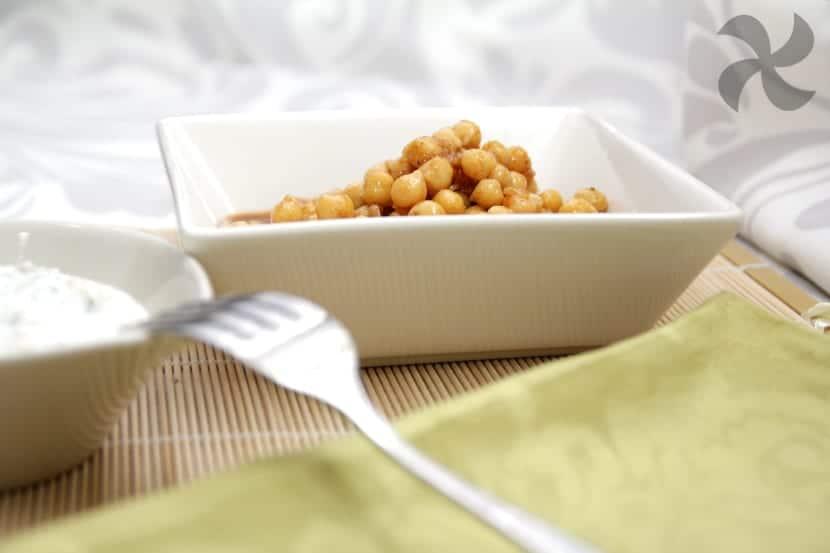 Ensalada de garbanzos con tzatziki de manzana