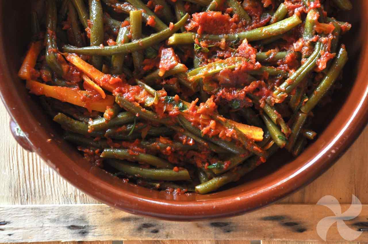 Judías verdes al vapor con zanahorias y tomate