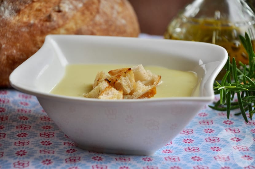 Crema de patata, puerro y romero - Recetas Thermomix
