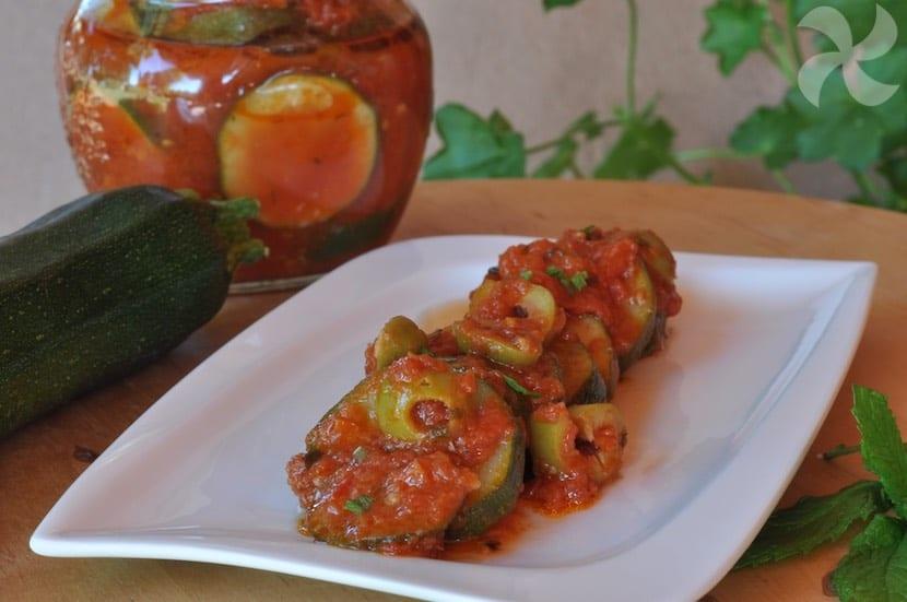 Rodajas de calabacín en salsa de tomate picante - Recetas Thermomix