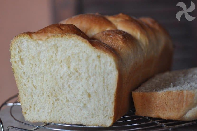 Delicado y esponjoso pan brioche con yogur y miel