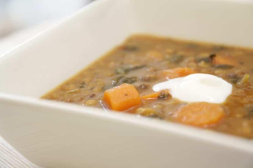 Lentejas con verduras y cominos con un toque de yogur griego