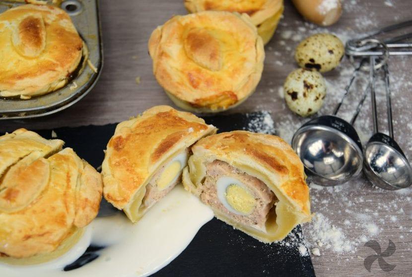Pasteles rellenos de cerdo con huevo de codorniz