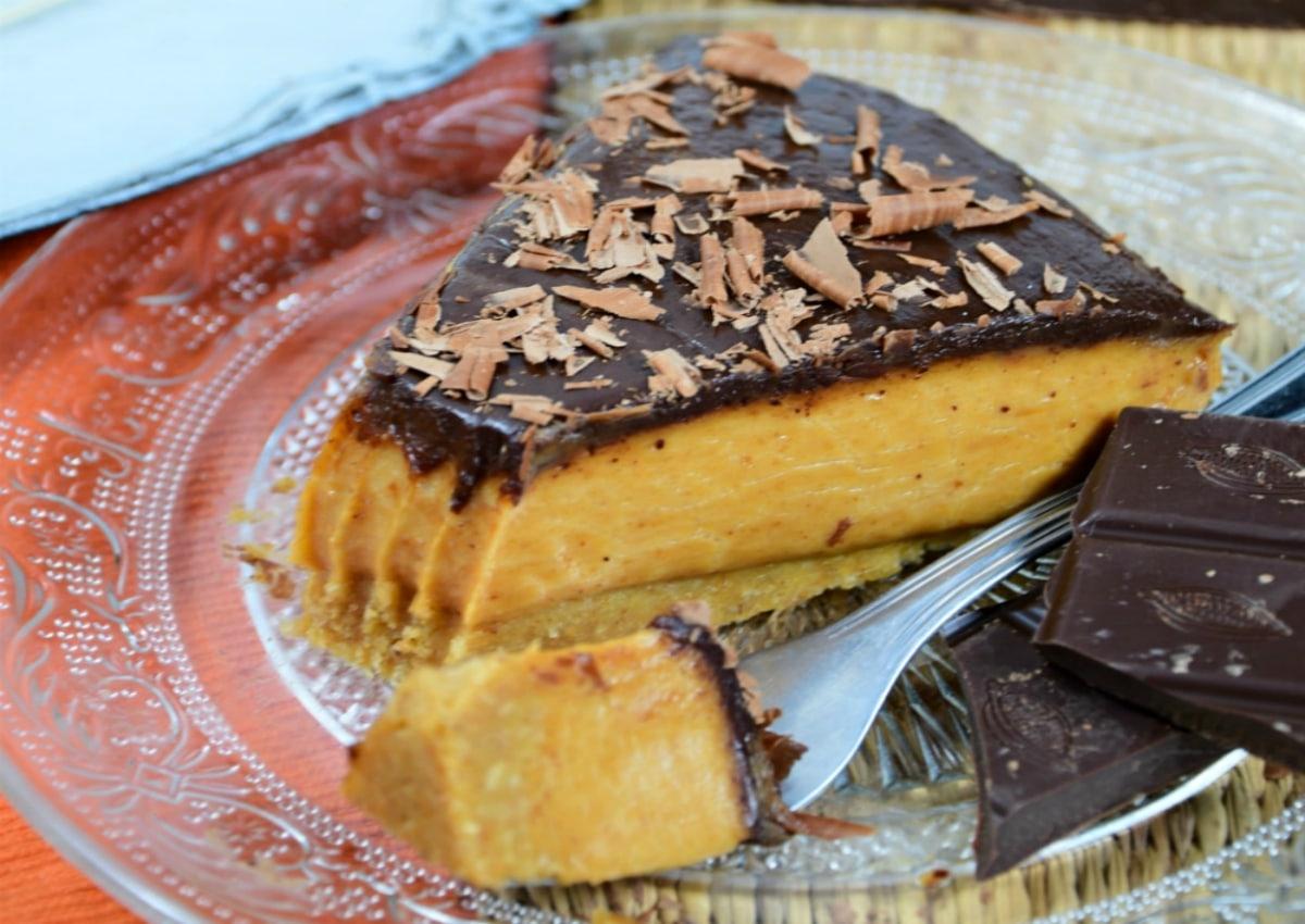 Tarta de cacahuete y glaseado de chocolate