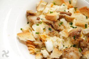 Ensalada de pasta y pollo con salsa césar de yogur1