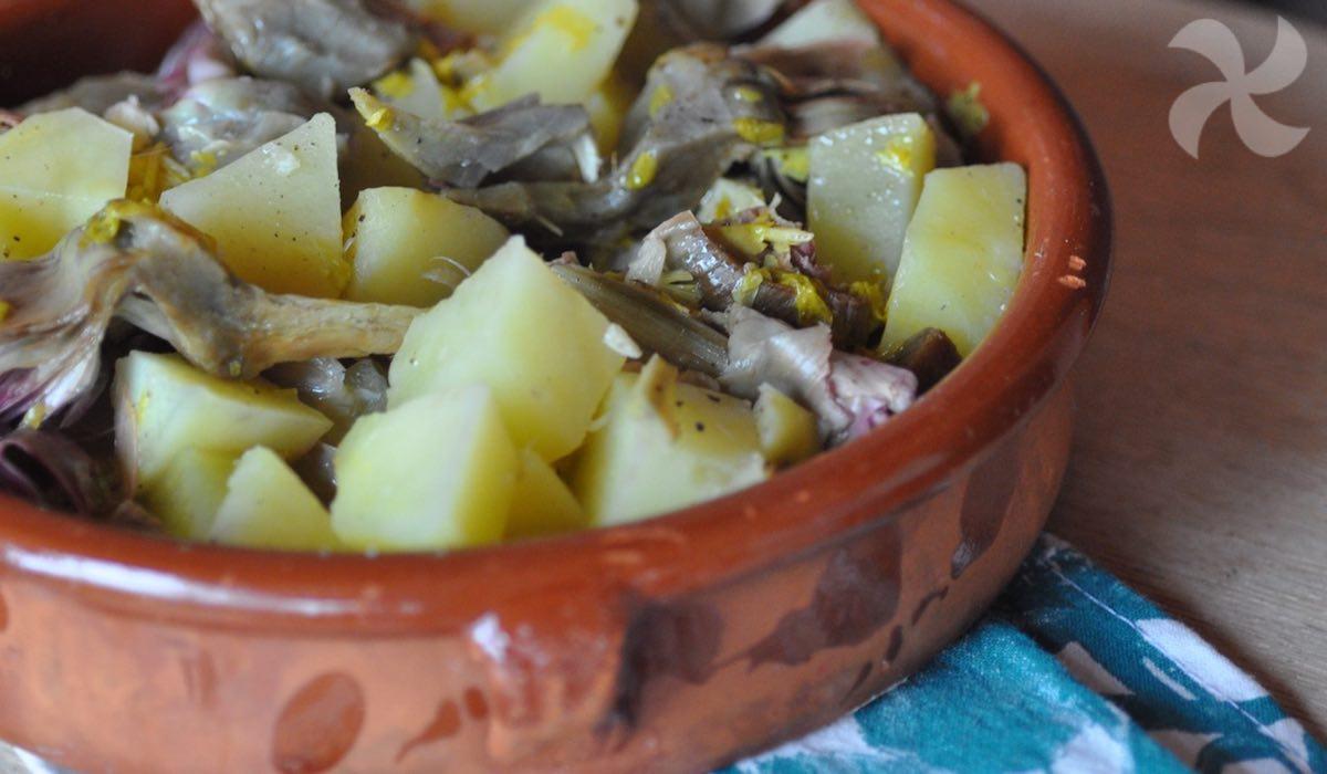 Guiso de alcachofas y patatas con apio