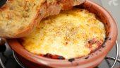 Queso provolone alla pizzaiola con pan de ajo1