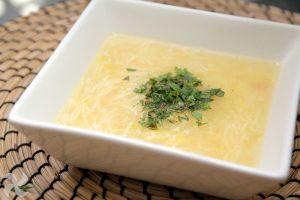 sopa de puchero con hierbabuena