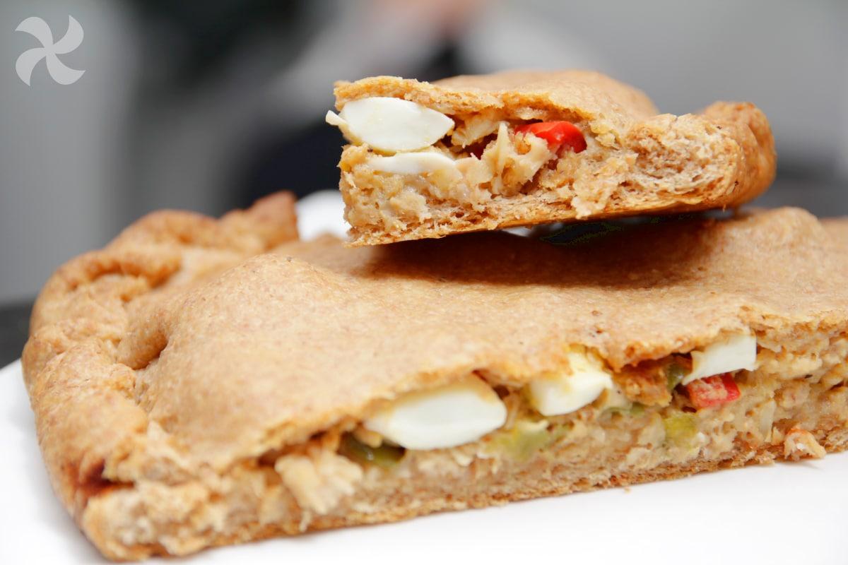 Empanada integral con pulpo y atún