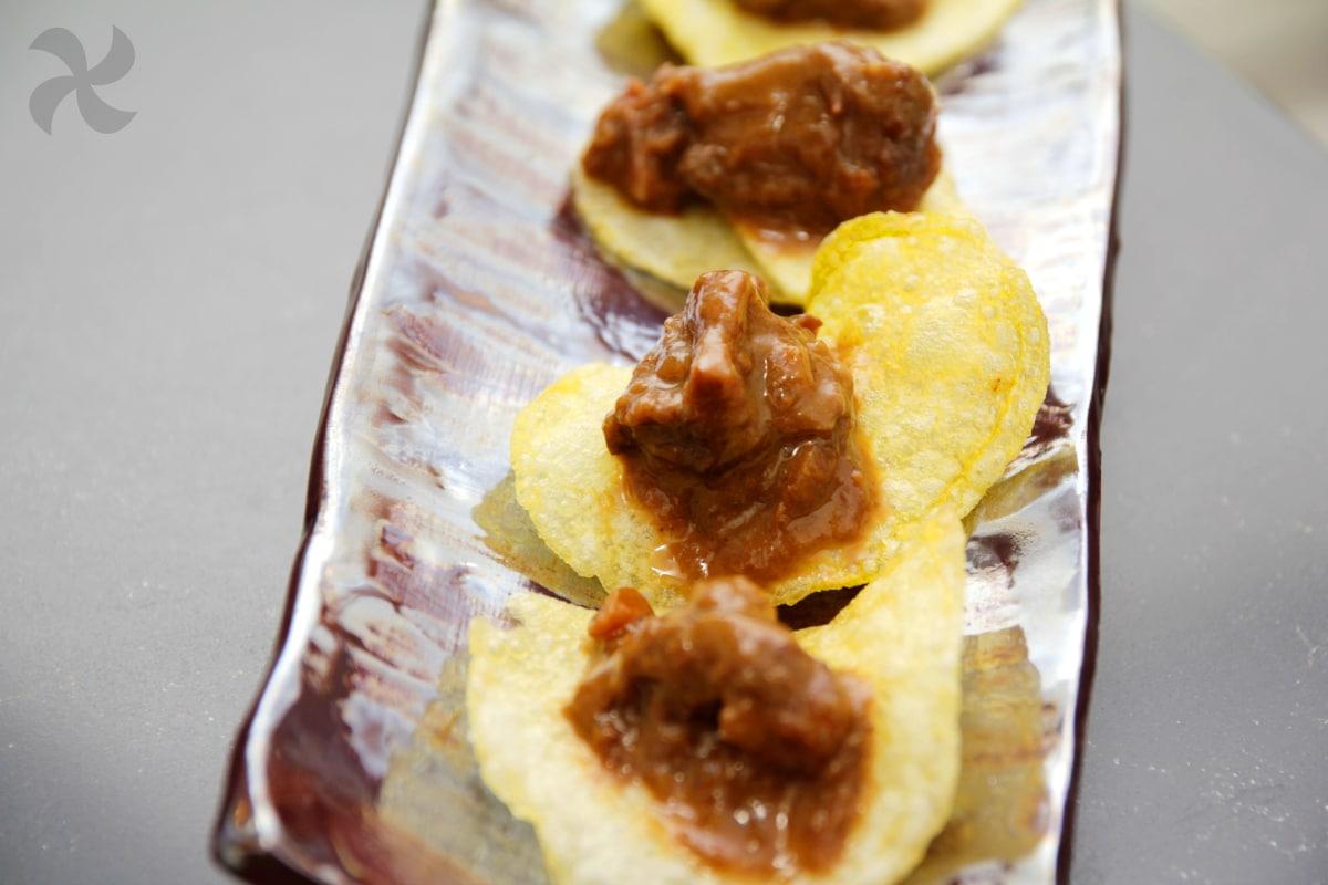 Rabo de ternera con salsa de vino y chocolate negro