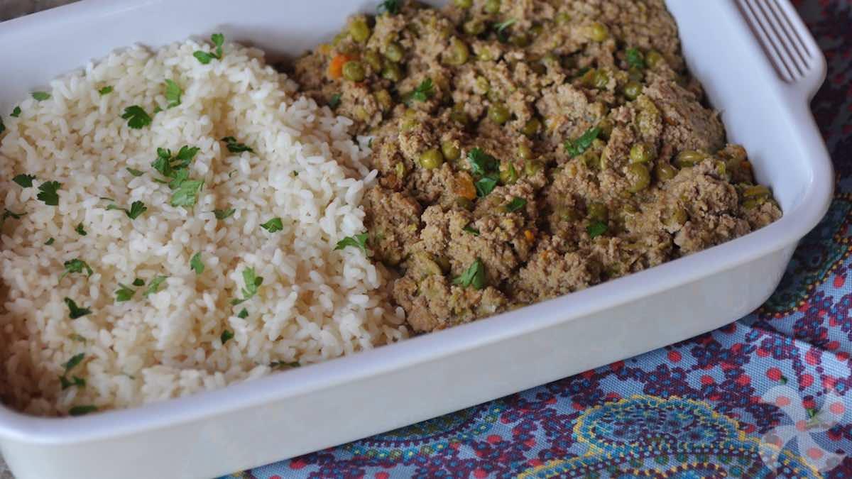 Ragú de carne y guisantes, con arroz